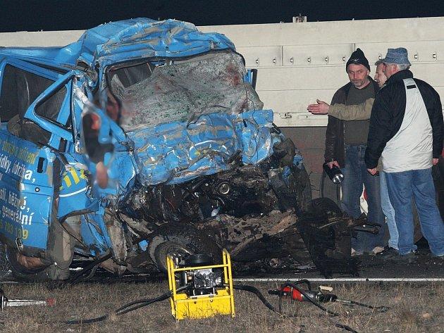 Dodávka, v níž v únoru 2008 zahynulo nedaleko Panenského Týnce osm lidí.