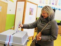 Prezidentské volby v Žatci v okrsku, který sídlí ve škole v Komenského aleji.