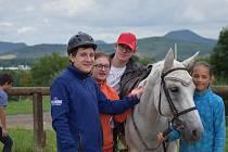 Klienti organizace Kamarád – LORM zaměřené na péči o osoby s různým handicapem si užili v pátek 16. srpna krásný slunečný den v přírodě mezi zvířaty.