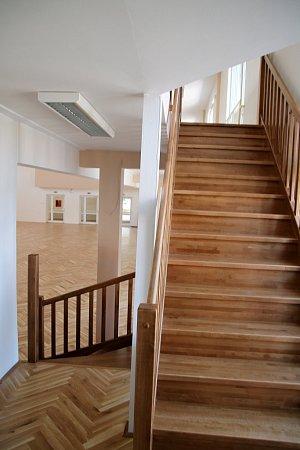 Nové schody zbalkonu na parket už by neměly dělat problémy dámám na podpatcích