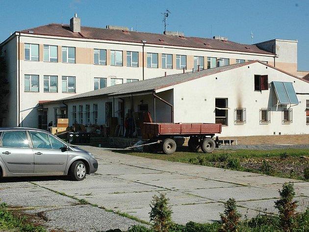 Škola a jídelna v Lubenci