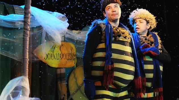 Zimní příhody včelích medvídků v podání pražského divadla Krapet