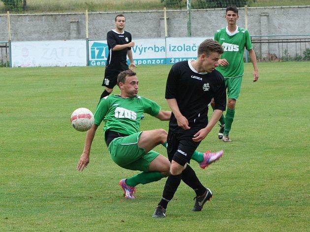 Fotbalisté Slavoje Žatec (v zeleném) prohráli s Horními Měcholupy
