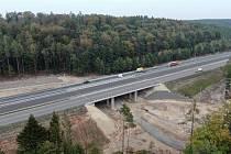 Desetikilometrový úsek dálnice D6 u Řevničova a Krušovic krátce před otevřením v prosinci roku 2020.