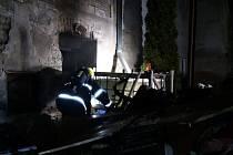 Hasiči zasahují u požáru v Lenešicích