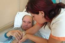 Džungarská rodinka křečků těší v lounské nemocnici klienty sociální služby.