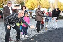 Francouzský víkend v Lounech. Lidé si mohli na Mírovém náměstí zahrát pétanque