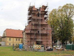 Záchrana zříceného kostela v Lenešicích