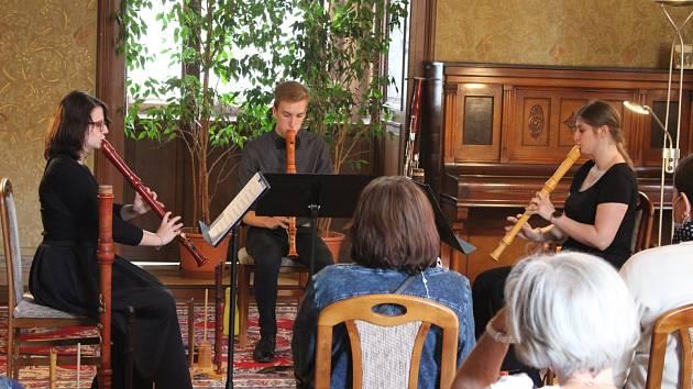 Studenti teplické konzervatoře měli koncert v Žatci flétnová koncert.