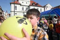 Na náměstí v Žatci se podařilo stanovit nový český rekord ve sběru vybitých baterií