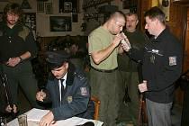Před tím, než myslivci mohli vyrazit na plánovaný lov, prověřili policisté, zda nepožili alkohol.