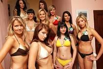 Finalistky soutěže Miss zlatého moku 2009 na focení v Žatci