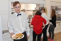 Na Gymnáziu a Střední odborné škole v Podbořanech probíhá rekonstrukce kuchyně a cvičné kuchyně.