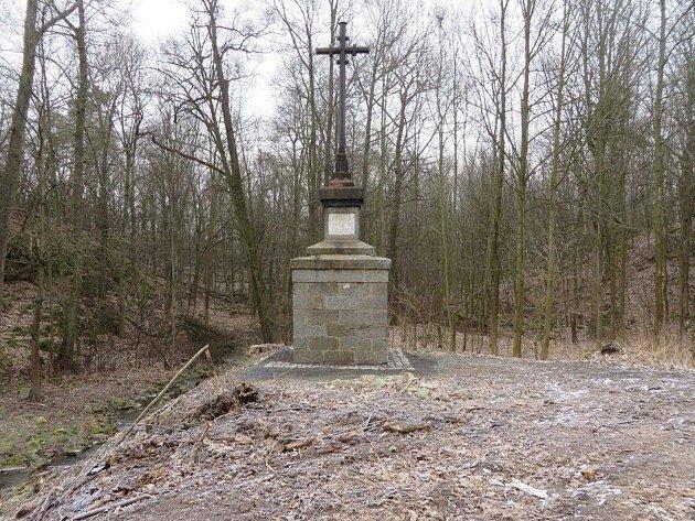 Památník obětem povodní veStebně.