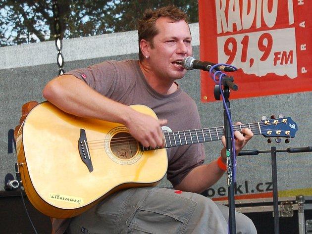 Litvínovský písničkář, vystupující pod jménem Xavier Baumaxa