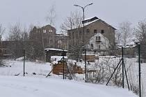Rozsáhlý areál bývalého cukrovaru v Lenešicích chtějí proměnit v lokalitu s rodinnými domy.