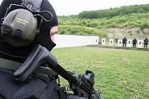 Cvičení policejní zásahové jednotky v Nečichách u Loun