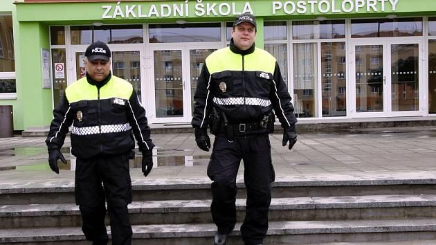 Strážníci Městské policie Postoloprty při obchůzce města
