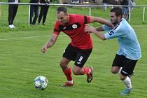 Domoušice (v červeném) jsou v úvodu sezony k nezastavení. Doma porazily Vilémov 2:0.