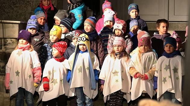Adventní slavnost s rozsvícením vánočního stromu v Lenešicích