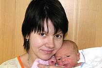 Maminka Petra Nedvědová z Výškova porodila syna Radka. Chlapec vážil 3,1 kg a měřil 48 cm.