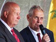 Prezident Miloš Zeman (vpravo) s hejtmanem Ústeckého kraje Oldřichem Bubeníčkem