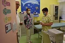 Očkovací centrum na dětském oddělení v žatecké nemocnici.