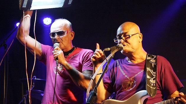 Vystoupení kapely Abraxas. Na snímku vlevo Míra Imrich, vpravo Slávek Janda