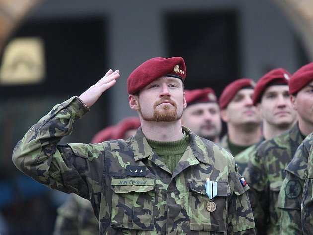 Jan Čermák dostal v pátek 6. listopadu v Žatci medaili za misi v Afghánistánu.