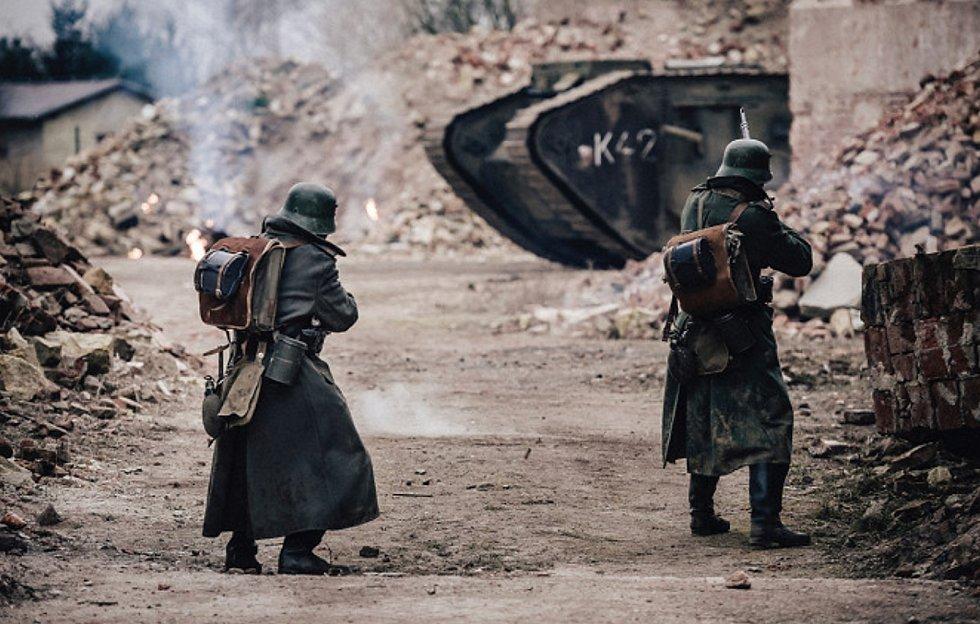 Bývalý cukrovar v Lenešicích si zahrál také v dánském filmu V lásce a válce.