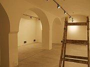 Dříve zanedbané sklepení v lounském divadle se proměnilo v moderní výstavní prostory.