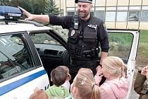 Strážníci Městské policie Žatec navštívili děti ve školičce Sedmikráska - Baby club v ulici Svatopluka Čecha.