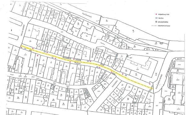 Mapka ukazuje nové rozmístění laviček, košů a předzahrádek na pěší zóně Pražská vcentru Loun