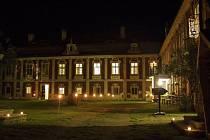 Zámek Stekník v noci