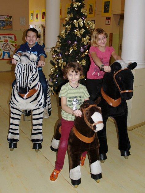 Děti na nových pomůckách ve Speciální základní škole Louny