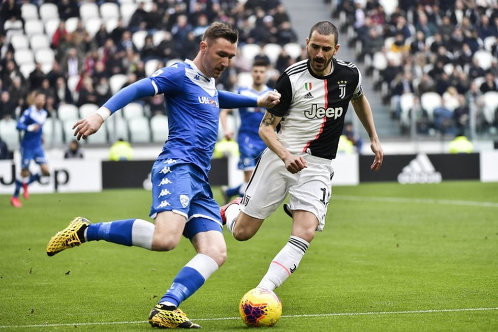 Jaromír Zmrhal v dresu Brescie. Snímek je z utkání Serie A proti Juventusu.