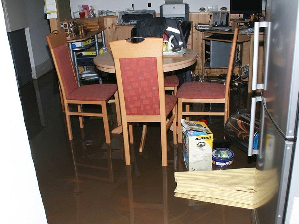 Bouře vyplavila ve Vidovli dům