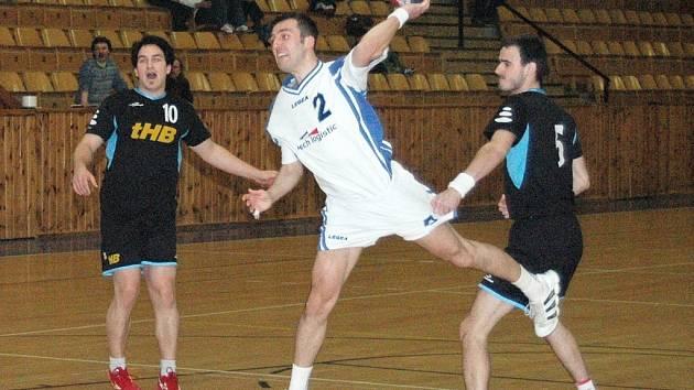 V nedělním utkání  II. ligy házené vynikl v lounském dresu Kamil Sochor s číslem 2, který  z 18 střel vyslaných na branku Havlíčkova Brodu nastřílel 16 branek.