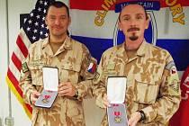 Kapitán Jiří Pazděra a nadrotmistr David Lavička dostali vysoké americké vyznamenání - Bronzovou hvězdu.