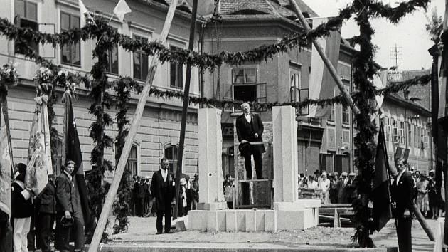 Tentokrát se zaměříme na nejmenší chmelničku na světě na žateckém náměstí Svobody.