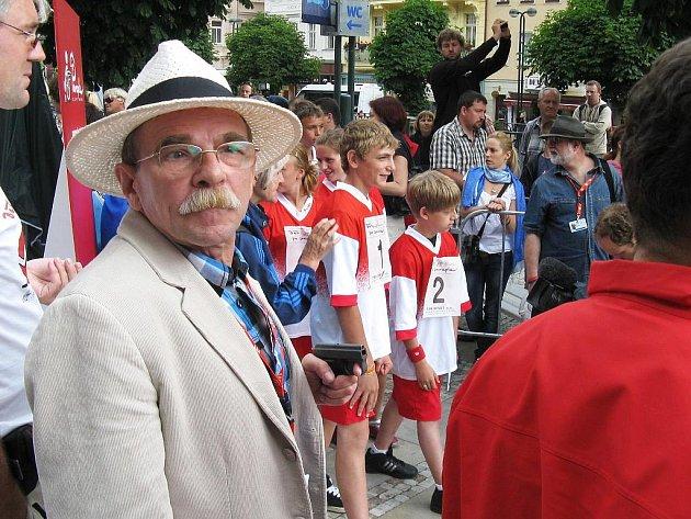 Dvacet dětí z postoloprtské základní školy vyrazilo také na Běh pro Paraple, který odstartovaly společně se Zdeňkem Svěrákem nebo Jaroslavem Uhlířem.