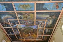 V kostele sv. Mikuláše v Orasicích se podařilo zachránit unikátní malby na stropě.