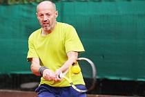 Lounský tenista Jiří Mareš má za sebou další velmi úspěšné léto, pomáhal svému týmu také v ligových bojích.