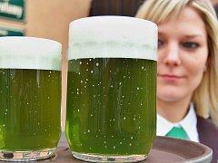 Na Zelený čtvrtek nabízí řada pivovarů stylově zelené pivo. Archivní foto