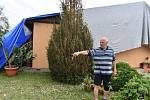 Tomáš Ratiborský v roce 2005 na okraji Stebna dokončil stavbu rodinného domu. Jeho dům patří po bouři k těm nejpoškozenějším.