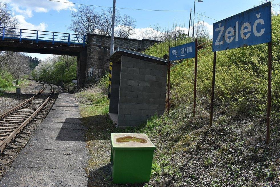 Železniční zastávka Želeč.