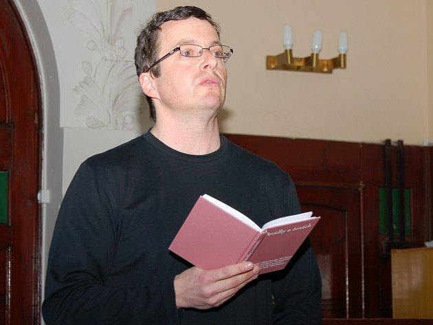 Michal Viewegh, jehož nejznámějším dílem jsou zřejmě Báječná léta pod psa, přečetl divákům v aule žateckého gymnázia svou novou povídku.