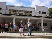 Slavnostní otevření pavilonu A na lounském výstavišti 8. července. Architektonická památka prošla rekonstrukcí za více než 14 milionů korun. Nově v ní funguje kavárna, sál je připraven například pro hudební produkce.