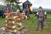 Keltská oslava příchodu světlé části roku rozzářila vrch Rubín u Podbořan.