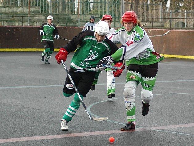 Hokejbalové utkání mezi Louny a Děčínem dopadlo pro domácí neslavně.